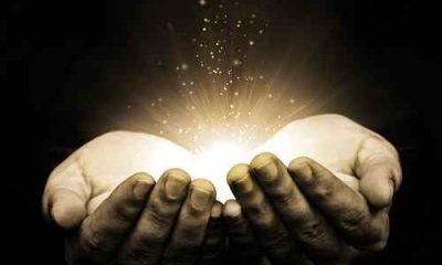 luz nas mãos