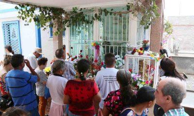 Milhares visitam o túmulo de Chico Xavier no Dia de Finados em Uberaba
